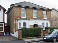 Recently redecorated ground floor one bedroom flat in Colliers Wood SW19 – LET AGREED
