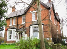 First floor one bedroom unfurnished flat, on Park Hill, SM5 – Available mid June