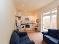 Superb Three double bedroom apartment in Colliers Wood, SW19 – Available Now!