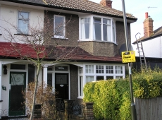 3 bedroom semi-detached house in the Mitcham area – Available 15th May