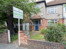 Newly redecorated 1 Double Bed flat on Martin Way, Morden, SM4 – Let Agreed.