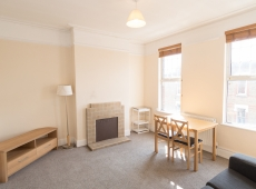 Pleasant one double bedroom, fully furnished flat with new Kitchen – Leopold Road – SW19 – Available Now!