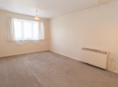 One Double Bedroom Unfurnished Flat on Heathfield Dr, Mitcham – Available Now!